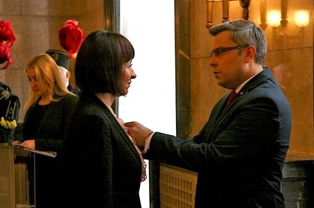 Katarzyna Dutkiewicz odznaczona za działalność na rzecz społeczności lokalnej.