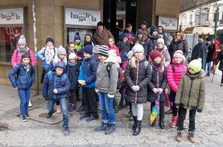Uczestnicy Ferii z biblioteką na wycieczce w Krakowie.