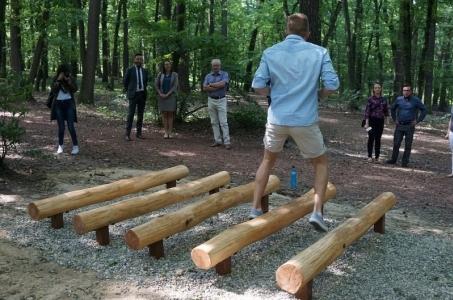 Odnowione stacje na ścieżce zdrowia Arboretrum Bramy Morawskiej.