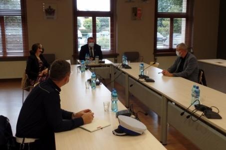 Organizacja płynnego ruchu drogowego tematem spotkania w raciborskim starostwie.