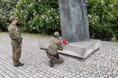 Złożyli kwiaty pod pomnikiem Matki Polki w Raciborzu.
