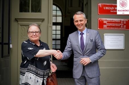 Dyrektor Muzeum w  Raciborzu złożyła wniosek o rozwiązanie stosunku pracy.
